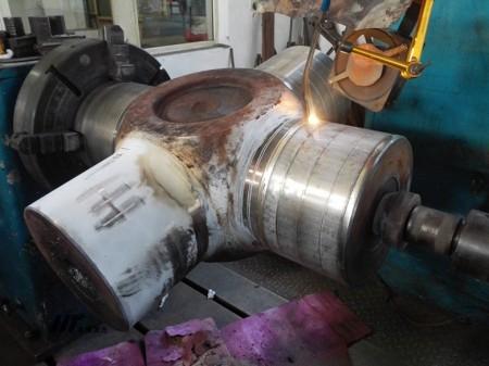 钢厂传动十字轴剥落磨损裂纹激光修复