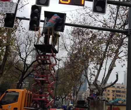 交通信号灯施工方案